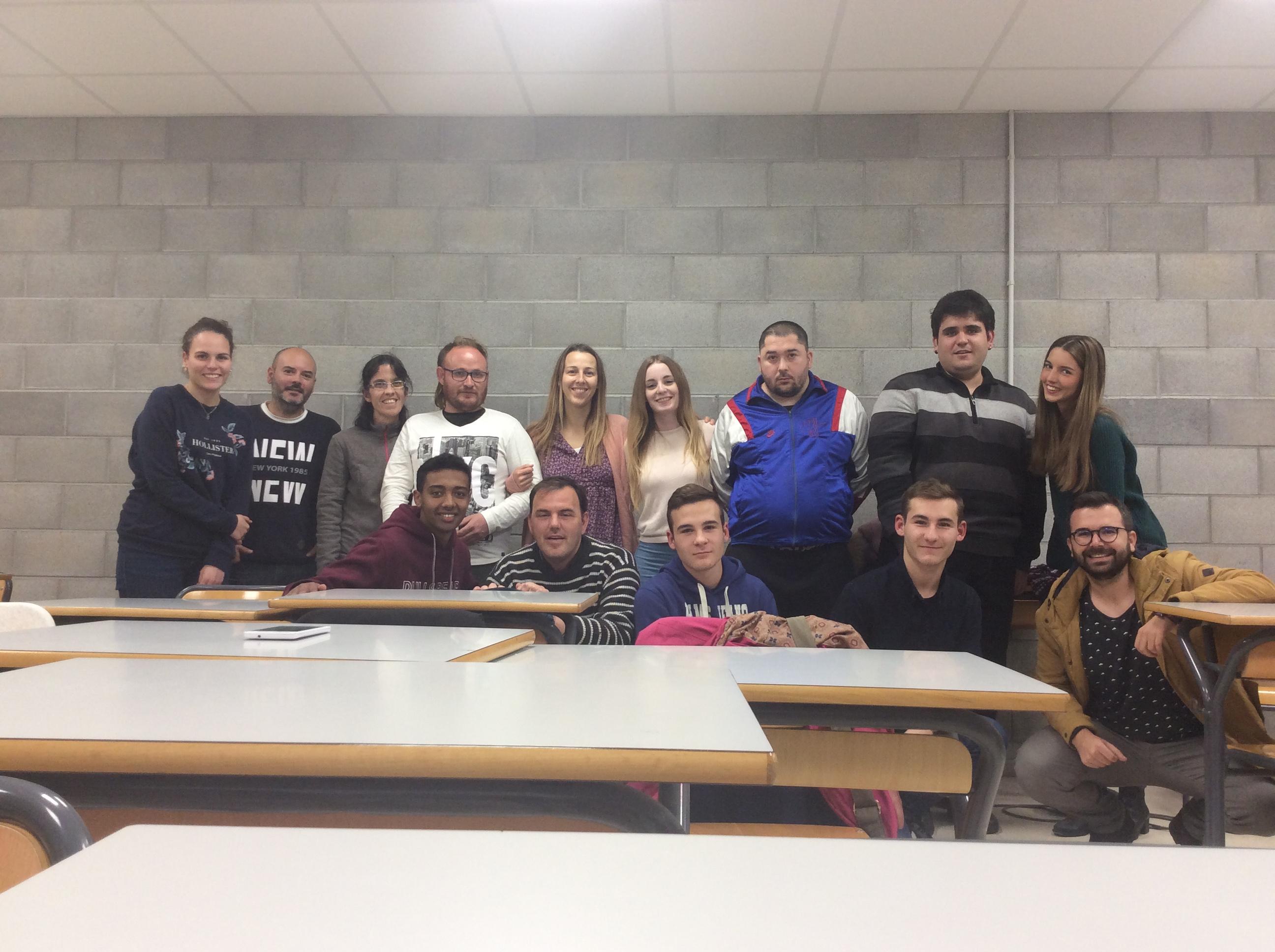 Alumnes d'informàtica del Ginebró col•laboren amb la Fundació Viver de Bell-lloc en la formació de persones amb discapacitat