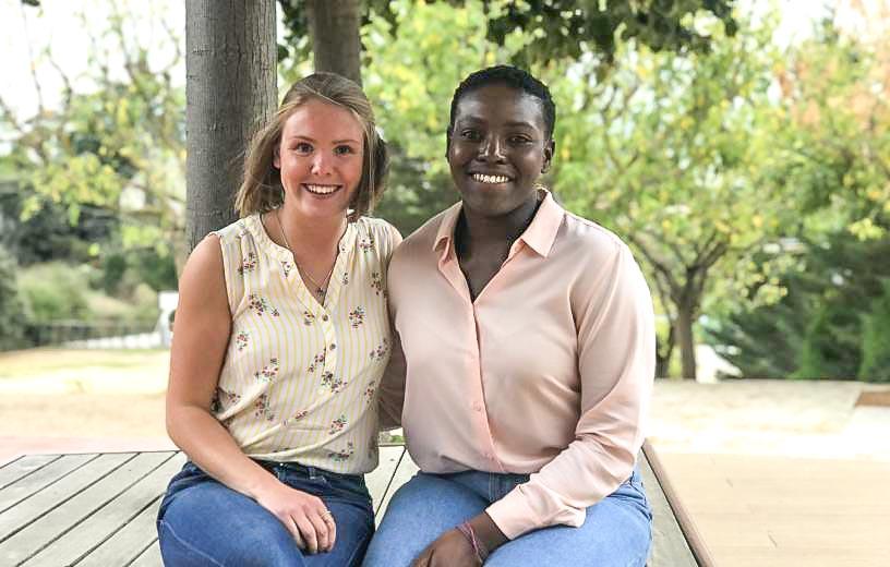 Lucy i Leah, auxiliars de conversa d'anglès